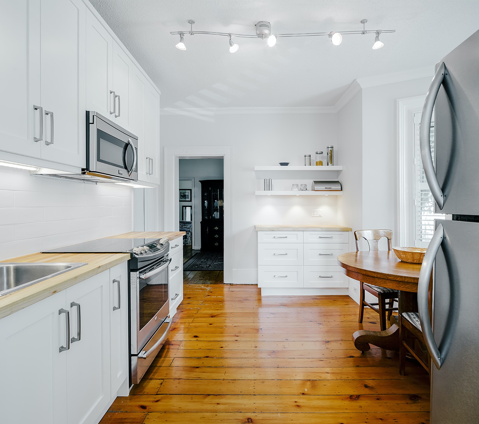 Full view when entering kitchen — Real Estate Photography by Scott Webb