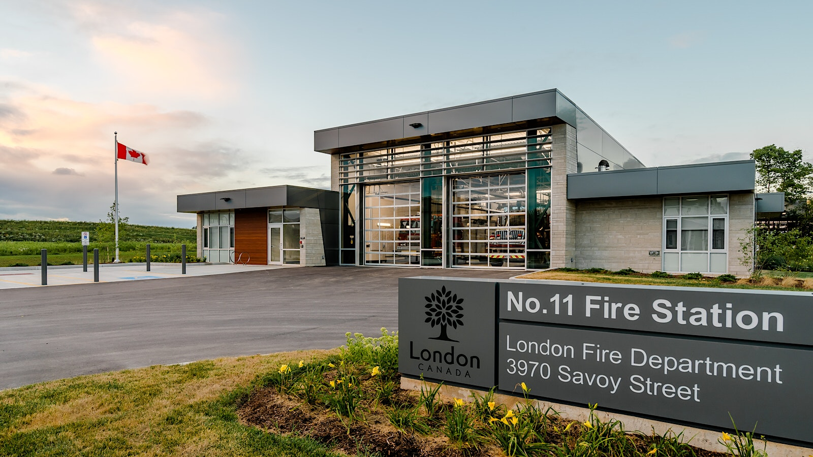 Architectural Exterior of London No.11 Fire Station / Cornerstone Architecture Inc.