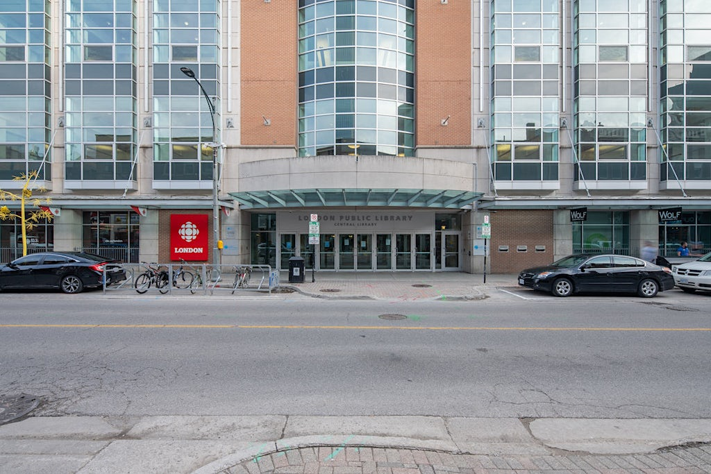 Initial photo of entrance to London Public Library on Dundas Street