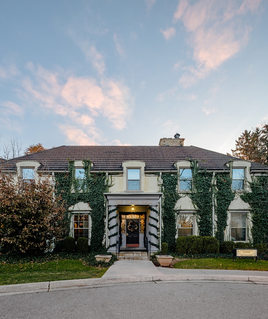 Grand Hall at Windermere Manor during Sunrise in Ldnont